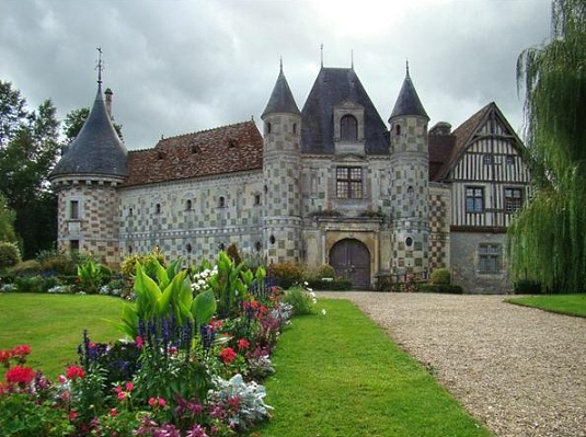 Chateau de Saint-Germain-de-Livet x